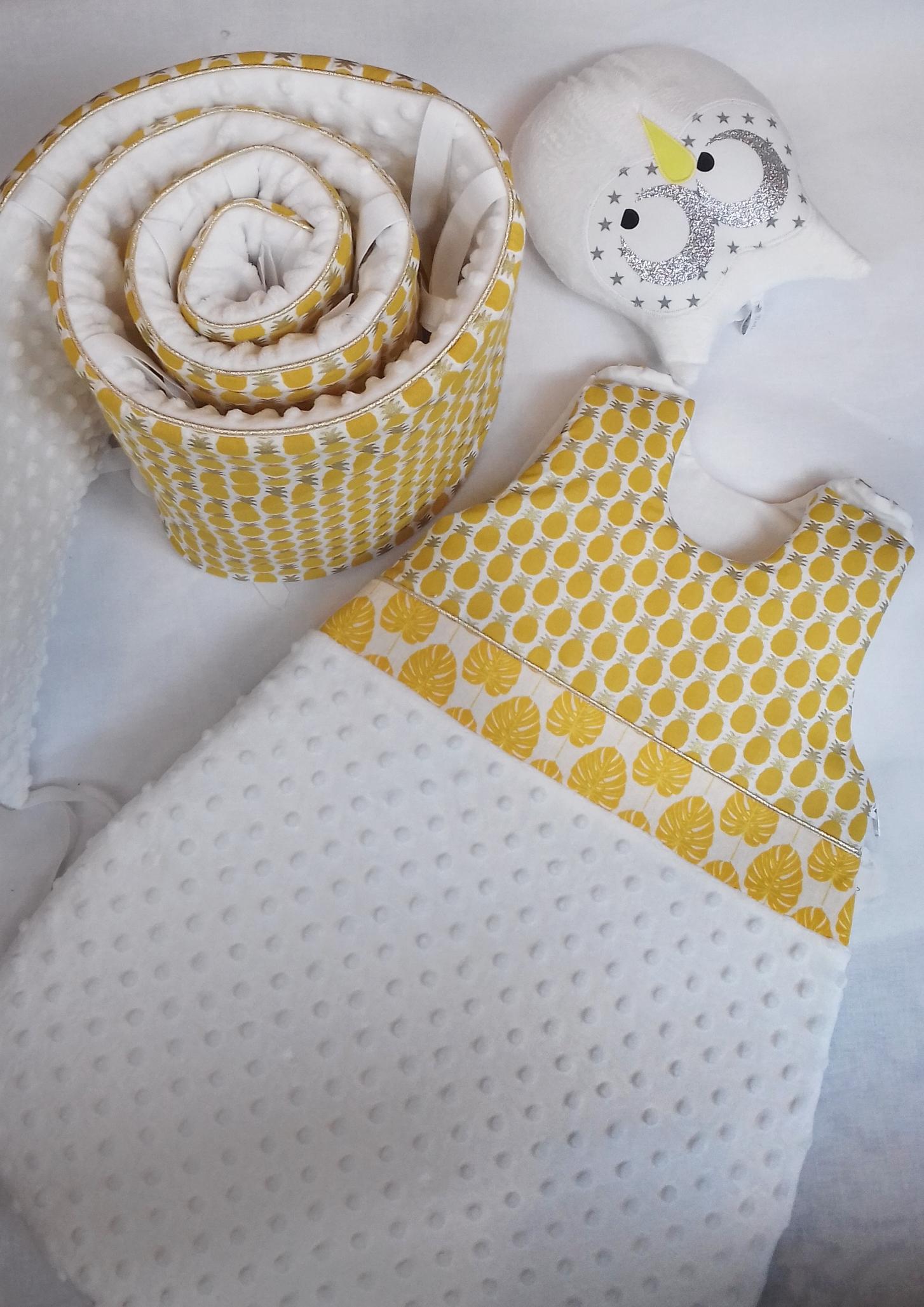 tour de lit jaune